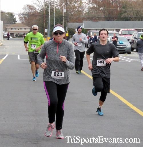 Turkey Trot 5K Run/Wak<br><br><br><br><a href='https://www.trisportsevents.com/pics/16_Turkey_Trot_5K_181.JPG' download='16_Turkey_Trot_5K_181.JPG'>Click here to download.</a><Br><a href='http://www.facebook.com/sharer.php?u=http:%2F%2Fwww.trisportsevents.com%2Fpics%2F16_Turkey_Trot_5K_181.JPG&t=Turkey Trot 5K Run/Wak' target='_blank'><img src='images/fb_share.png' width='100'></a>