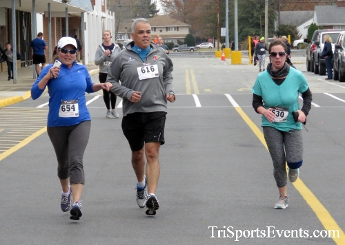 Turkey Trot 5K Run/Wak<br><br><br><br><a href='http://www.trisportsevents.com/pics/16_Turkey_Trot_5K_188.JPG' download='16_Turkey_Trot_5K_188.JPG'>Click here to download.</a><Br><a href='http://www.facebook.com/sharer.php?u=http:%2F%2Fwww.trisportsevents.com%2Fpics%2F16_Turkey_Trot_5K_188.JPG&t=Turkey Trot 5K Run/Wak' target='_blank'><img src='images/fb_share.png' width='100'></a>