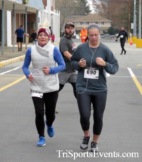 Turkey Trot 5K Run/Wak<br><br><br><br><a href='http://www.trisportsevents.com/pics/16_Turkey_Trot_5K_190.JPG' download='16_Turkey_Trot_5K_190.JPG'>Click here to download.</a><Br><a href='http://www.facebook.com/sharer.php?u=http:%2F%2Fwww.trisportsevents.com%2Fpics%2F16_Turkey_Trot_5K_190.JPG&t=Turkey Trot 5K Run/Wak' target='_blank'><img src='images/fb_share.png' width='100'></a>