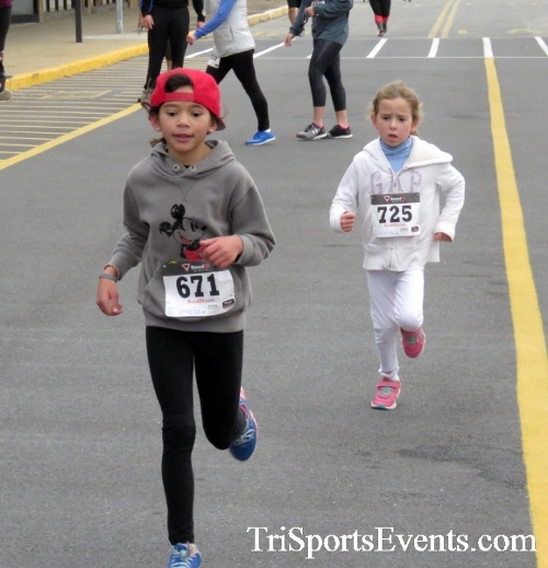 Turkey Trot 5K Run/Wak<br><br><br><br><a href='http://www.trisportsevents.com/pics/16_Turkey_Trot_5K_197.JPG' download='16_Turkey_Trot_5K_197.JPG'>Click here to download.</a><Br><a href='http://www.facebook.com/sharer.php?u=http:%2F%2Fwww.trisportsevents.com%2Fpics%2F16_Turkey_Trot_5K_197.JPG&t=Turkey Trot 5K Run/Wak' target='_blank'><img src='images/fb_share.png' width='100'></a>