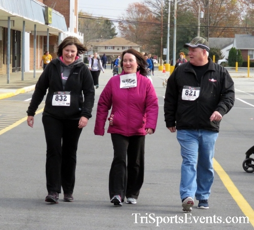 Turkey Trot 5K Run/Wak<br><br><br><br><a href='http://www.trisportsevents.com/pics/16_Turkey_Trot_5K_274.JPG' download='16_Turkey_Trot_5K_274.JPG'>Click here to download.</a><Br><a href='http://www.facebook.com/sharer.php?u=http:%2F%2Fwww.trisportsevents.com%2Fpics%2F16_Turkey_Trot_5K_274.JPG&t=Turkey Trot 5K Run/Wak' target='_blank'><img src='images/fb_share.png' width='100'></a>