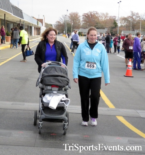 Turkey Trot 5K Run/Wak<br><br><br><br><a href='http://www.trisportsevents.com/pics/16_Turkey_Trot_5K_279.JPG' download='16_Turkey_Trot_5K_279.JPG'>Click here to download.</a><Br><a href='http://www.facebook.com/sharer.php?u=http:%2F%2Fwww.trisportsevents.com%2Fpics%2F16_Turkey_Trot_5K_279.JPG&t=Turkey Trot 5K Run/Wak' target='_blank'><img src='images/fb_share.png' width='100'></a>