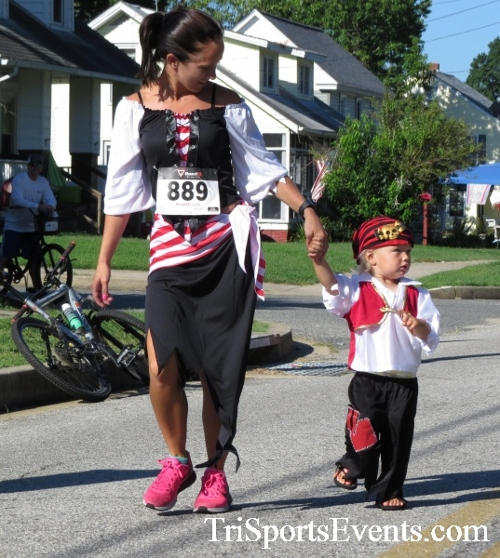 Pirates & Wenches 5K Run/Walk - Rock Hall, MD<br><br><br><br><a href='http://www.trisportsevents.com/pics/16__Pirates_&_Wenches_5K_006.JPG' download='16__Pirates_&_Wenches_5K_006.JPG'>Click here to download.</a><Br><a href='http://www.facebook.com/sharer.php?u=http:%2F%2Fwww.trisportsevents.com%2Fpics%2F16__Pirates_&_Wenches_5K_006.JPG&t=Pirates & Wenches 5K Run/Walk - Rock Hall, MD' target='_blank'><img src='images/fb_share.png' width='100'></a>