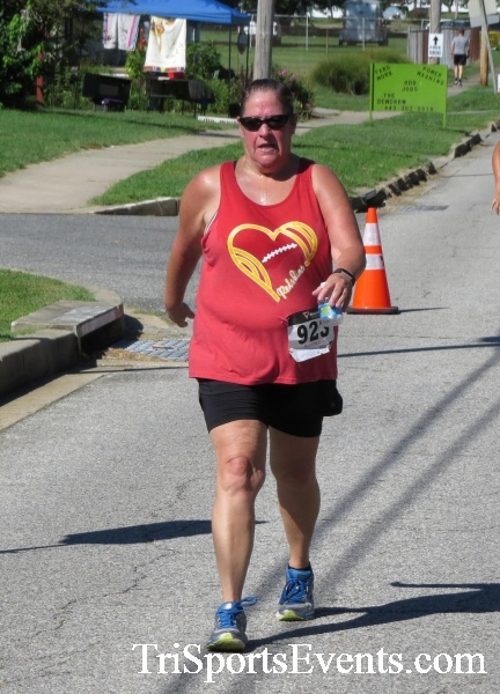 Pirates & Wenches 5K Run/Walk - Rock Hall, MD<br><br><br><br><a href='http://www.trisportsevents.com/pics/16__Pirates_&_Wenches_5K_132.JPG' download='16__Pirates_&_Wenches_5K_132.JPG'>Click here to download.</a><Br><a href='http://www.facebook.com/sharer.php?u=http:%2F%2Fwww.trisportsevents.com%2Fpics%2F16__Pirates_&_Wenches_5K_132.JPG&t=Pirates & Wenches 5K Run/Walk - Rock Hall, MD' target='_blank'><img src='images/fb_share.png' width='100'></a>