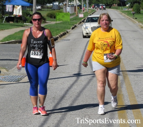 Pirates & Wenches 5K Run/Walk - Rock Hall, MD<br><br><br><br><a href='https://www.trisportsevents.com/pics/16__Pirates_&_Wenches_5K_154.JPG' download='16__Pirates_&_Wenches_5K_154.JPG'>Click here to download.</a><Br><a href='http://www.facebook.com/sharer.php?u=http:%2F%2Fwww.trisportsevents.com%2Fpics%2F16__Pirates_&_Wenches_5K_154.JPG&t=Pirates & Wenches 5K Run/Walk - Rock Hall, MD' target='_blank'><img src='images/fb_share.png' width='100'></a>