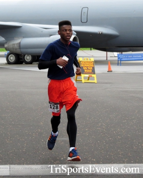 Dover Air Force Base Heritage Half Marathon & 5K Run/Walk<br><br><br><br><a href='https://www.trisportsevents.com/pics/17_DAFB_Half-5K_055.JPG' download='17_DAFB_Half-5K_055.JPG'>Click here to download.</a><Br><a href='http://www.facebook.com/sharer.php?u=http:%2F%2Fwww.trisportsevents.com%2Fpics%2F17_DAFB_Half-5K_055.JPG&t=Dover Air Force Base Heritage Half Marathon & 5K Run/Walk' target='_blank'><img src='images/fb_share.png' width='100'></a>