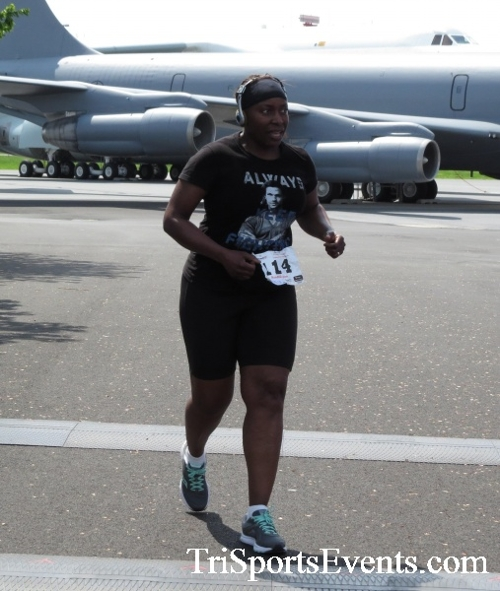 Dover Air Force Base Heritage Half Marathon & 5K Run/Walk<br><br><br><br><a href='https://www.trisportsevents.com/pics/17_DAFB_Half-5K_299.JPG' download='17_DAFB_Half-5K_299.JPG'>Click here to download.</a><Br><a href='http://www.facebook.com/sharer.php?u=http:%2F%2Fwww.trisportsevents.com%2Fpics%2F17_DAFB_Half-5K_299.JPG&t=Dover Air Force Base Heritage Half Marathon & 5K Run/Walk' target='_blank'><img src='images/fb_share.png' width='100'></a>