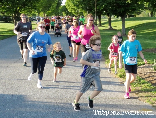 Holy Cross School's Family Fun 5K Run & Walk<br><br><br><br><a href='https://www.trisportsevents.com/pics/17_Holy_Cross_5K_029.JPG' download='17_Holy_Cross_5K_029.JPG'>Click here to download.</a><Br><a href='http://www.facebook.com/sharer.php?u=http:%2F%2Fwww.trisportsevents.com%2Fpics%2F17_Holy_Cross_5K_029.JPG&t=Holy Cross School's Family Fun 5K Run & Walk' target='_blank'><img src='images/fb_share.png' width='100'></a>