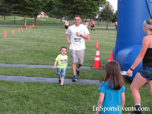 Holy Cross School's Family Fun 5K Run & Walk<br><br><br><br><a href='https://www.trisportsevents.com/pics/17_Holy_Cross_5K_165.JPG' download='17_Holy_Cross_5K_165.JPG'>Click here to download.</a><Br><a href='http://www.facebook.com/sharer.php?u=http:%2F%2Fwww.trisportsevents.com%2Fpics%2F17_Holy_Cross_5K_165.JPG&t=Holy Cross School's Family Fun 5K Run & Walk' target='_blank'><img src='images/fb_share.png' width='100'></a>