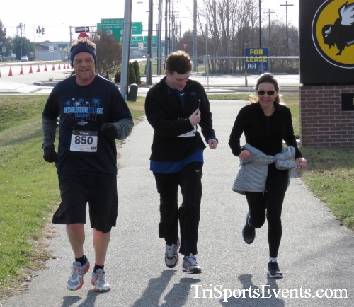 Resolution 5K Run/Walk<br><br><br><br><a href='http://www.trisportsevents.com/pics/17_Resolution_5K_178.JPG' download='17_Resolution_5K_178.JPG'>Click here to download.</a><Br><a href='http://www.facebook.com/sharer.php?u=http:%2F%2Fwww.trisportsevents.com%2Fpics%2F17_Resolution_5K_178.JPG&t=Resolution 5K Run/Walk' target='_blank'><img src='images/fb_share.png' width='100'></a>