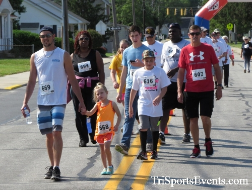 Running for Reese 5K Run/Walk<br><br><br><br><a href='https://www.trisportsevents.com/pics/17_Running_for_Reese_5K_028.JPG' download='17_Running_for_Reese_5K_028.JPG'>Click here to download.</a><Br><a href='http://www.facebook.com/sharer.php?u=http:%2F%2Fwww.trisportsevents.com%2Fpics%2F17_Running_for_Reese_5K_028.JPG&t=Running for Reese 5K Run/Walk' target='_blank'><img src='images/fb_share.png' width='100'></a>
