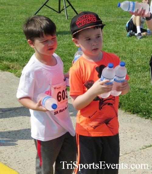 Running for Reese 5K Run/Walk<br><br><br><br><a href='https://www.trisportsevents.com/pics/17_Running_for_Reese_5K_075.JPG' download='17_Running_for_Reese_5K_075.JPG'>Click here to download.</a><Br><a href='http://www.facebook.com/sharer.php?u=http:%2F%2Fwww.trisportsevents.com%2Fpics%2F17_Running_for_Reese_5K_075.JPG&t=Running for Reese 5K Run/Walk' target='_blank'><img src='images/fb_share.png' width='100'></a>