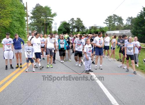 Heart & Sole 5K Run/Walk<br><br><br><br><a href='http://www.trisportsevents.com/pics/2011_Heart_&_Sole_5K_005.JPG' download='2011_Heart_&_Sole_5K_005.JPG'>Click here to download.</a><Br><a href='http://www.facebook.com/sharer.php?u=http:%2F%2Fwww.trisportsevents.com%2Fpics%2F2011_Heart_&_Sole_5K_005.JPG&t=Heart & Sole 5K Run/Walk' target='_blank'><img src='images/fb_share.png' width='100'></a>