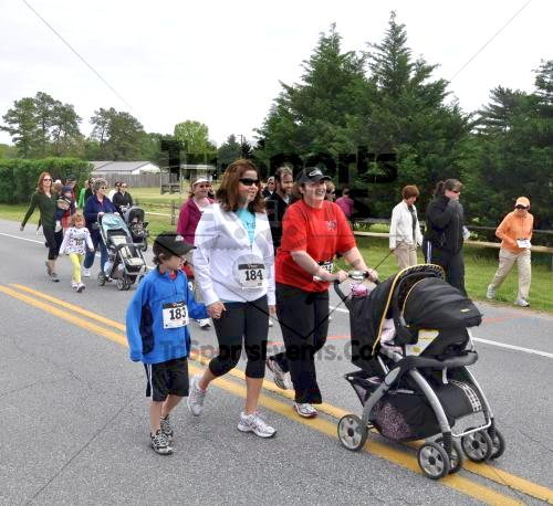 Heart & Sole 5K Run/Walk<br><br><br><br><a href='http://www.trisportsevents.com/pics/2011_Heart_&_Sole_5K_008.JPG' download='2011_Heart_&_Sole_5K_008.JPG'>Click here to download.</a><Br><a href='http://www.facebook.com/sharer.php?u=http:%2F%2Fwww.trisportsevents.com%2Fpics%2F2011_Heart_&_Sole_5K_008.JPG&t=Heart & Sole 5K Run/Walk' target='_blank'><img src='images/fb_share.png' width='100'></a>