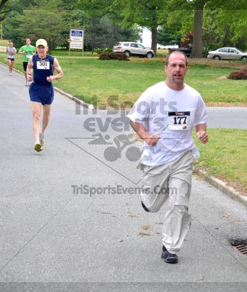 Heart & Sole 5K Run/Walk<br><br><br><br><a href='http://www.trisportsevents.com/pics/2011_Heart_&_Sole_5K_026.JPG' download='2011_Heart_&_Sole_5K_026.JPG'>Click here to download.</a><Br><a href='http://www.facebook.com/sharer.php?u=http:%2F%2Fwww.trisportsevents.com%2Fpics%2F2011_Heart_&_Sole_5K_026.JPG&t=Heart & Sole 5K Run/Walk' target='_blank'><img src='images/fb_share.png' width='100'></a>