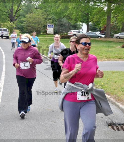 Heart & Sole 5K Run/Walk<br><br><br><br><a href='http://www.trisportsevents.com/pics/2011_Heart_&_Sole_5K_045.JPG' download='2011_Heart_&_Sole_5K_045.JPG'>Click here to download.</a><Br><a href='http://www.facebook.com/sharer.php?u=http:%2F%2Fwww.trisportsevents.com%2Fpics%2F2011_Heart_&_Sole_5K_045.JPG&t=Heart & Sole 5K Run/Walk' target='_blank'><img src='images/fb_share.png' width='100'></a>