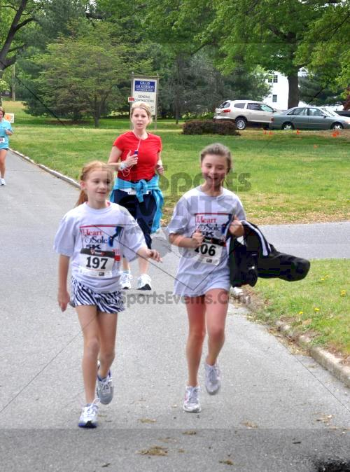 Heart & Sole 5K Run/Walk<br><br><br><br><a href='http://www.trisportsevents.com/pics/2011_Heart_&_Sole_5K_051.JPG' download='2011_Heart_&_Sole_5K_051.JPG'>Click here to download.</a><Br><a href='http://www.facebook.com/sharer.php?u=http:%2F%2Fwww.trisportsevents.com%2Fpics%2F2011_Heart_&_Sole_5K_051.JPG&t=Heart & Sole 5K Run/Walk' target='_blank'><img src='images/fb_share.png' width='100'></a>