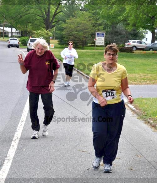 Heart & Sole 5K Run/Walk<br><br><br><br><a href='http://www.trisportsevents.com/pics/2011_Heart_&_Sole_5K_055.JPG' download='2011_Heart_&_Sole_5K_055.JPG'>Click here to download.</a><Br><a href='http://www.facebook.com/sharer.php?u=http:%2F%2Fwww.trisportsevents.com%2Fpics%2F2011_Heart_&_Sole_5K_055.JPG&t=Heart & Sole 5K Run/Walk' target='_blank'><img src='images/fb_share.png' width='100'></a>