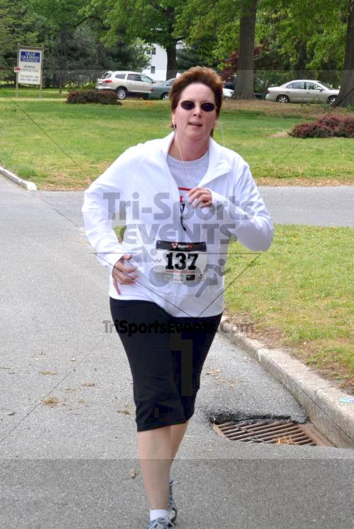Heart & Sole 5K Run/Walk<br><br><br><br><a href='http://www.trisportsevents.com/pics/2011_Heart_&_Sole_5K_056.JPG' download='2011_Heart_&_Sole_5K_056.JPG'>Click here to download.</a><Br><a href='http://www.facebook.com/sharer.php?u=http:%2F%2Fwww.trisportsevents.com%2Fpics%2F2011_Heart_&_Sole_5K_056.JPG&t=Heart & Sole 5K Run/Walk' target='_blank'><img src='images/fb_share.png' width='100'></a>