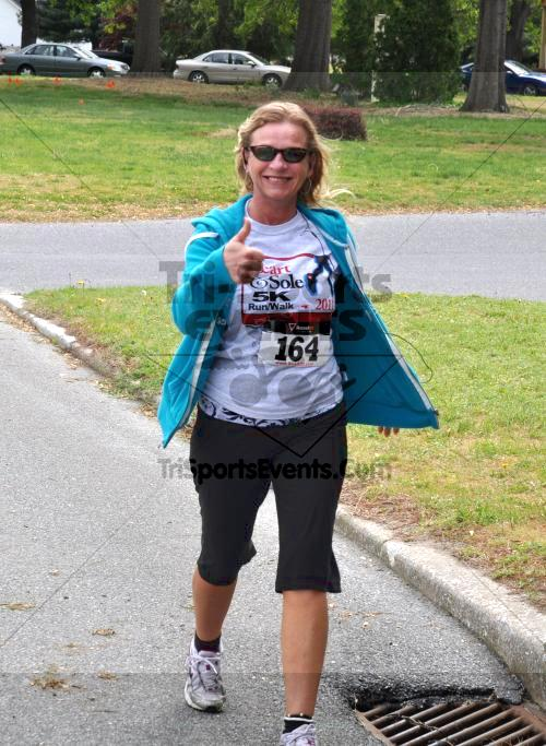 Heart & Sole 5K Run/Walk<br><br><br><br><a href='http://www.trisportsevents.com/pics/2011_Heart_&_Sole_5K_062.JPG' download='2011_Heart_&_Sole_5K_062.JPG'>Click here to download.</a><Br><a href='http://www.facebook.com/sharer.php?u=http:%2F%2Fwww.trisportsevents.com%2Fpics%2F2011_Heart_&_Sole_5K_062.JPG&t=Heart & Sole 5K Run/Walk' target='_blank'><img src='images/fb_share.png' width='100'></a>