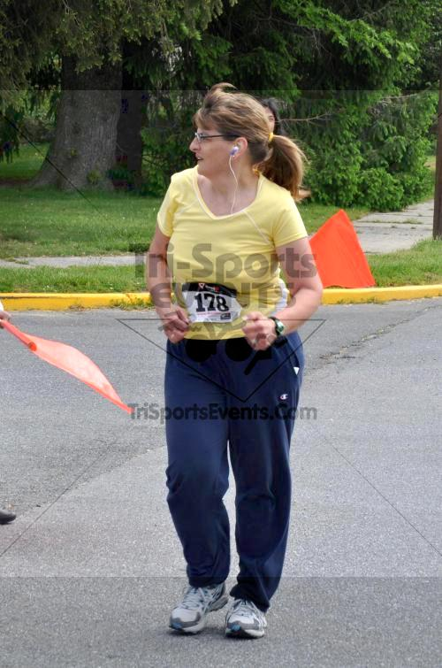 Heart & Sole 5K Run/Walk<br><br><br><br><a href='http://www.trisportsevents.com/pics/2011_Heart_&_Sole_5K_083.JPG' download='2011_Heart_&_Sole_5K_083.JPG'>Click here to download.</a><Br><a href='http://www.facebook.com/sharer.php?u=http:%2F%2Fwww.trisportsevents.com%2Fpics%2F2011_Heart_&_Sole_5K_083.JPG&t=Heart & Sole 5K Run/Walk' target='_blank'><img src='images/fb_share.png' width='100'></a>