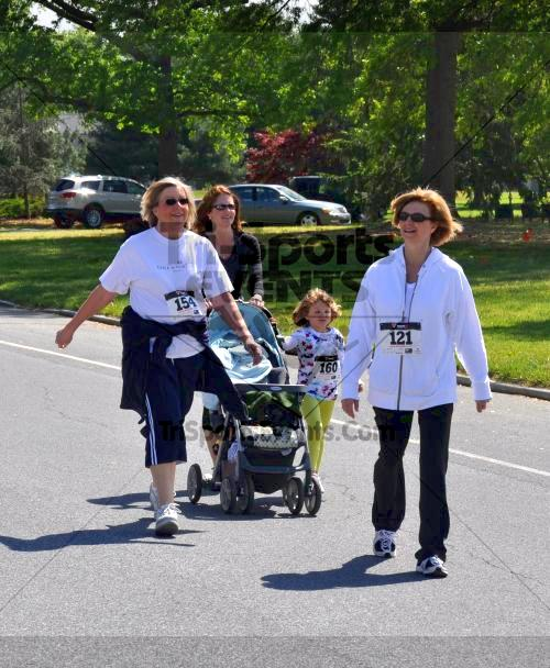 Heart & Sole 5K Run/Walk<br><br><br><br><a href='http://www.trisportsevents.com/pics/2011_Heart_&_Sole_5K_093.JPG' download='2011_Heart_&_Sole_5K_093.JPG'>Click here to download.</a><Br><a href='http://www.facebook.com/sharer.php?u=http:%2F%2Fwww.trisportsevents.com%2Fpics%2F2011_Heart_&_Sole_5K_093.JPG&t=Heart & Sole 5K Run/Walk' target='_blank'><img src='images/fb_share.png' width='100'></a>
