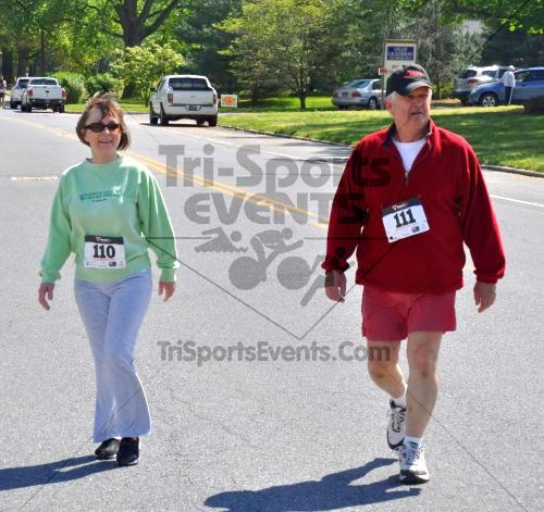Heart & Sole 5K Run/Walk<br><br><br><br><a href='http://www.trisportsevents.com/pics/2011_Heart_&_Sole_5K_096.JPG' download='2011_Heart_&_Sole_5K_096.JPG'>Click here to download.</a><Br><a href='http://www.facebook.com/sharer.php?u=http:%2F%2Fwww.trisportsevents.com%2Fpics%2F2011_Heart_&_Sole_5K_096.JPG&t=Heart & Sole 5K Run/Walk' target='_blank'><img src='images/fb_share.png' width='100'></a>