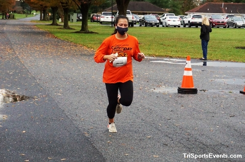 Turkey Day 5K Run/Walk<br><br><br><br><a href='https://www.trisportsevents.com/pics/DSC01525.JPG' download='DSC01525.JPG'>Click here to download.</a><Br><a href='http://www.facebook.com/sharer.php?u=http:%2F%2Fwww.trisportsevents.com%2Fpics%2FDSC01525.JPG&t=Turkey Day 5K Run/Walk' target='_blank'><img src='images/fb_share.png' width='100'></a>