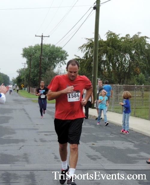 Hornet Hustle 5K Run/Walk<br><br><br><br><a href='http://www.trisportsevents.com/pics/DSCN0039.JPG' download='DSCN0039.JPG'>Click here to download.</a><Br><a href='http://www.facebook.com/sharer.php?u=http:%2F%2Fwww.trisportsevents.com%2Fpics%2FDSCN0039.JPG&t=Hornet Hustle 5K Run/Walk' target='_blank'><img src='images/fb_share.png' width='100'></a>