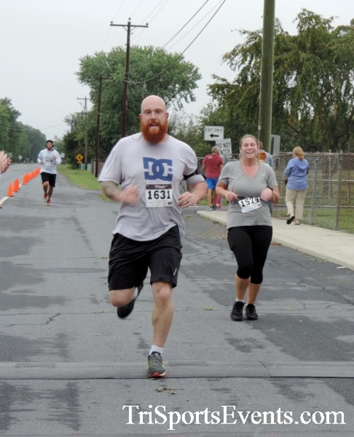 Hornet Hustle 5K Run/Walk<br><br><br><br><a href='http://www.trisportsevents.com/pics/DSCN0043.JPG' download='DSCN0043.JPG'>Click here to download.</a><Br><a href='http://www.facebook.com/sharer.php?u=http:%2F%2Fwww.trisportsevents.com%2Fpics%2FDSCN0043.JPG&t=Hornet Hustle 5K Run/Walk' target='_blank'><img src='images/fb_share.png' width='100'></a>