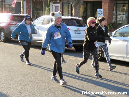 Run Like The Dickens 5K Run/Walk<br><br><br><br><a href='https://www.trisportsevents.com/pics/IMG_0041_2454969.JPG' download='IMG_0041_2454969.JPG'>Click here to download.</a><Br><a href='http://www.facebook.com/sharer.php?u=http:%2F%2Fwww.trisportsevents.com%2Fpics%2FIMG_0041_2454969.JPG&t=Run Like The Dickens 5K Run/Walk' target='_blank'><img src='images/fb_share.png' width='100'></a>