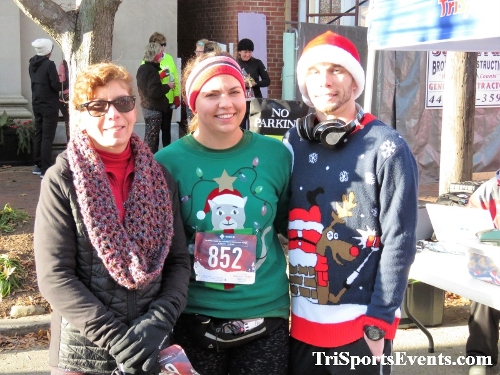 Run Like The Dickens 5K Run/Walk<br><br><br><br><a href='https://www.trisportsevents.com/pics/IMG_0225_7980300.JPG' download='IMG_0225_7980300.JPG'>Click here to download.</a><Br><a href='http://www.facebook.com/sharer.php?u=http:%2F%2Fwww.trisportsevents.com%2Fpics%2FIMG_0225_7980300.JPG&t=Run Like The Dickens 5K Run/Walk' target='_blank'><img src='images/fb_share.png' width='100'></a>