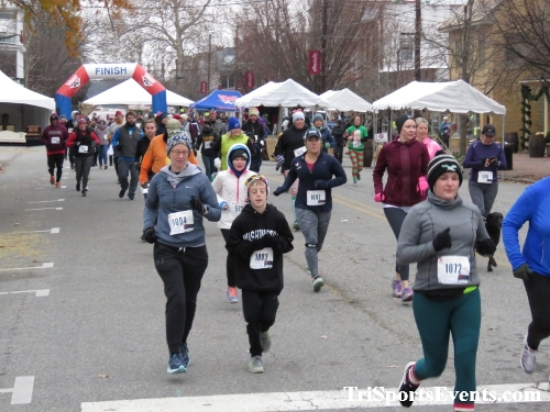 Run Like The Dickens 5K Run/Walk<br><br><br><br><a href='https://www.trisportsevents.com/pics/IMG_0392_65245369.JPG' download='IMG_0392_65245369.JPG'>Click here to download.</a><Br><a href='http://www.facebook.com/sharer.php?u=http:%2F%2Fwww.trisportsevents.com%2Fpics%2FIMG_0392_65245369.JPG&t=Run Like The Dickens 5K Run/Walk' target='_blank'><img src='images/fb_share.png' width='100'></a>