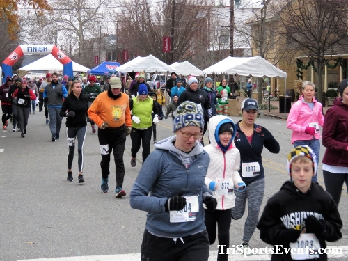 Run Like The Dickens 5K Run/Walk<br><br><br><br><a href='http://www.trisportsevents.com/pics/IMG_0393_6544034.JPG' download='IMG_0393_6544034.JPG'>Click here to download.</a><Br><a href='http://www.facebook.com/sharer.php?u=http:%2F%2Fwww.trisportsevents.com%2Fpics%2FIMG_0393_6544034.JPG&t=Run Like The Dickens 5K Run/Walk' target='_blank'><img src='images/fb_share.png' width='100'></a>