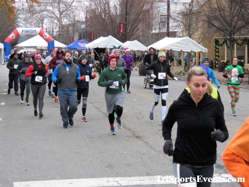 Run Like The Dickens 5K Run/Walk<br><br><br><br><a href='https://www.trisportsevents.com/pics/IMG_0395_81319118.JPG' download='IMG_0395_81319118.JPG'>Click here to download.</a><Br><a href='http://www.facebook.com/sharer.php?u=http:%2F%2Fwww.trisportsevents.com%2Fpics%2FIMG_0395_81319118.JPG&t=Run Like The Dickens 5K Run/Walk' target='_blank'><img src='images/fb_share.png' width='100'></a>