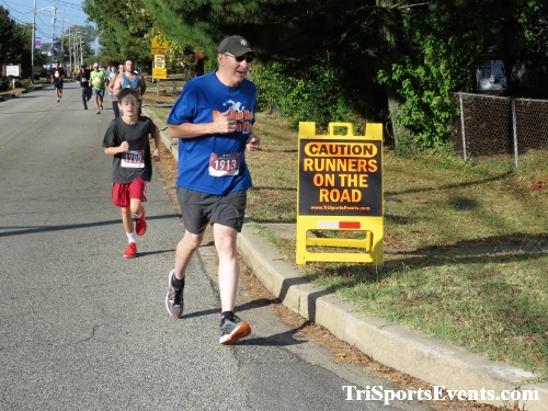 Rock Hall FallFest Rub for Character 5K Run/Walk<br><br><br><br><a href='https://www.trisportsevents.com/pics/IMG_0406_14609439.JPG' download='IMG_0406_14609439.JPG'>Click here to download.</a><Br><a href='http://www.facebook.com/sharer.php?u=http:%2F%2Fwww.trisportsevents.com%2Fpics%2FIMG_0406_14609439.JPG&t=Rock Hall FallFest Rub for Character 5K Run/Walk' target='_blank'><img src='images/fb_share.png' width='100'></a>