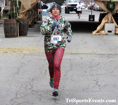 Run Like The Dickens 5K Run/Walk<br><br><br><br><a href='https://www.trisportsevents.com/pics/IMG_0432_49992321.JPG' download='IMG_0432_49992321.JPG'>Click here to download.</a><Br><a href='http://www.facebook.com/sharer.php?u=http:%2F%2Fwww.trisportsevents.com%2Fpics%2FIMG_0432_49992321.JPG&t=Run Like The Dickens 5K Run/Walk' target='_blank'><img src='images/fb_share.png' width='100'></a>