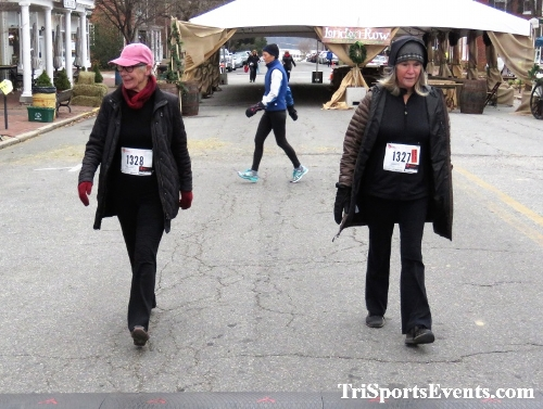 Run Like The Dickens 5K Run/Walk<br><br><br><br><a href='https://www.trisportsevents.com/pics/IMG_0533_22821078.JPG' download='IMG_0533_22821078.JPG'>Click here to download.</a><Br><a href='http://www.facebook.com/sharer.php?u=http:%2F%2Fwww.trisportsevents.com%2Fpics%2FIMG_0533_22821078.JPG&t=Run Like The Dickens 5K Run/Walk' target='_blank'><img src='images/fb_share.png' width='100'></a>