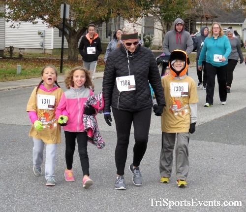 Gobble Wobble 5K Run/Walk<br><br>2017 Gobble Wobble 5K<p><br><br><a href='https://www.trisportsevents.com/pics/IMG_5353.JPG' download='IMG_5353.JPG'>Click here to download.</a><Br><a href='http://www.facebook.com/sharer.php?u=http:%2F%2Fwww.trisportsevents.com%2Fpics%2FIMG_5353.JPG&t=Gobble Wobble 5K Run/Walk' target='_blank'><img src='images/fb_share.png' width='100'></a>