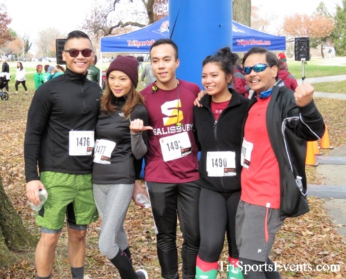 Share the Holiday Spirit 5K Run/Walk<br><br><br><br><a href='http://www.trisportsevents.com/pics/IMG_6590.JPG' download='IMG_6590.JPG'>Click here to download.</a><Br><a href='http://www.facebook.com/sharer.php?u=http:%2F%2Fwww.trisportsevents.com%2Fpics%2FIMG_6590.JPG&t=Share the Holiday Spirit 5K Run/Walk' target='_blank'><img src='images/fb_share.png' width='100'></a>