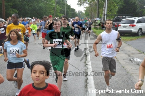 34th Chestertown Tea Party 10 Mile Run<br><br><br><br><a href='http://www.trisportsevents.com/pics/pic0089.JPG' download='pic0089.JPG'>Click here to download.</a><Br><a href='http://www.facebook.com/sharer.php?u=http:%2F%2Fwww.trisportsevents.com%2Fpics%2Fpic0089.JPG&t=34th Chestertown Tea Party 10 Mile Run' target='_blank'><img src='images/fb_share.png' width='100'></a>