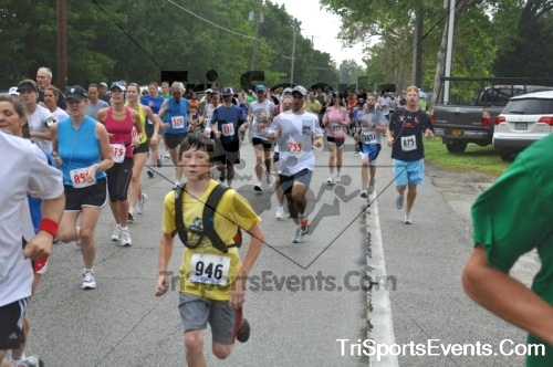 34th Chestertown Tea Party 10 Mile Run<br><br><br><br><a href='https://www.trisportsevents.com/pics/pic0109.JPG' download='pic0109.JPG'>Click here to download.</a><Br><a href='http://www.facebook.com/sharer.php?u=http:%2F%2Fwww.trisportsevents.com%2Fpics%2Fpic0109.JPG&t=34th Chestertown Tea Party 10 Mile Run' target='_blank'><img src='images/fb_share.png' width='100'></a>