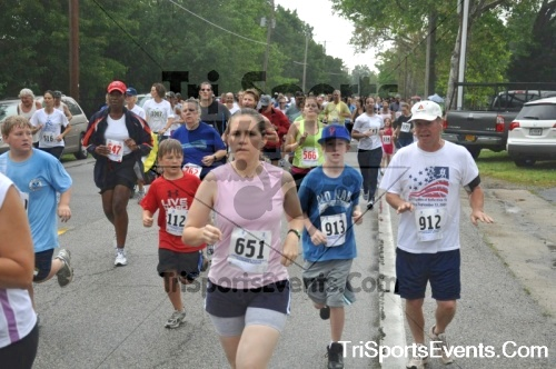 34th Chestertown Tea Party 10 Mile Run<br><br><br><br><a href='http://www.trisportsevents.com/pics/pic0219.JPG' download='pic0219.JPG'>Click here to download.</a><Br><a href='http://www.facebook.com/sharer.php?u=http:%2F%2Fwww.trisportsevents.com%2Fpics%2Fpic0219.JPG&t=34th Chestertown Tea Party 10 Mile Run' target='_blank'><img src='images/fb_share.png' width='100'></a>