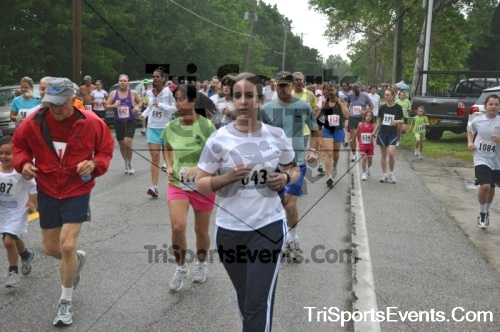 34th Chestertown Tea Party 10 Mile Run<br><br><br><br><a href='http://www.trisportsevents.com/pics/pic0229.JPG' download='pic0229.JPG'>Click here to download.</a><Br><a href='http://www.facebook.com/sharer.php?u=http:%2F%2Fwww.trisportsevents.com%2Fpics%2Fpic0229.JPG&t=34th Chestertown Tea Party 10 Mile Run' target='_blank'><img src='images/fb_share.png' width='100'></a>