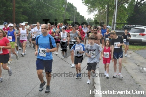 34th Chestertown Tea Party 5K Run/Walk<br><br><br><br><a href='https://www.trisportsevents.com/pics/pic02410.JPG' download='pic02410.JPG'>Click here to download.</a><Br><a href='http://www.facebook.com/sharer.php?u=http:%2F%2Fwww.trisportsevents.com%2Fpics%2Fpic02410.JPG&t=34th Chestertown Tea Party 5K Run/Walk' target='_blank'><img src='images/fb_share.png' width='100'></a>