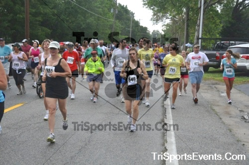 34th Chestertown Tea Party 10 Mile Run<br><br><br><br><a href='http://www.trisportsevents.com/pics/pic0279.JPG' download='pic0279.JPG'>Click here to download.</a><Br><a href='http://www.facebook.com/sharer.php?u=http:%2F%2Fwww.trisportsevents.com%2Fpics%2Fpic0279.JPG&t=34th Chestertown Tea Party 10 Mile Run' target='_blank'><img src='images/fb_share.png' width='100'></a>