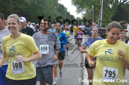 34th Chestertown Tea Party 5K Run/Walk<br><br><br><br><a href='https://www.trisportsevents.com/pics/pic02811.JPG' download='pic02811.JPG'>Click here to download.</a><Br><a href='http://www.facebook.com/sharer.php?u=http:%2F%2Fwww.trisportsevents.com%2Fpics%2Fpic02811.JPG&t=34th Chestertown Tea Party 5K Run/Walk' target='_blank'><img src='images/fb_share.png' width='100'></a>