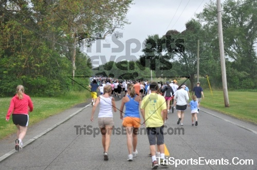 34th Chestertown Tea Party 5K Run/Walk<br><br><br><br><a href='http://www.trisportsevents.com/pics/pic03610.JPG' download='pic03610.JPG'>Click here to download.</a><Br><a href='http://www.facebook.com/sharer.php?u=http:%2F%2Fwww.trisportsevents.com%2Fpics%2Fpic03610.JPG&t=34th Chestertown Tea Party 5K Run/Walk' target='_blank'><img src='images/fb_share.png' width='100'></a>