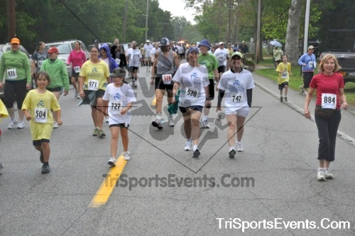 34th Chestertown Tea Party 5K Run/Walk<br><br><br><br><a href='http://www.trisportsevents.com/pics/pic03710.JPG' download='pic03710.JPG'>Click here to download.</a><Br><a href='http://www.facebook.com/sharer.php?u=http:%2F%2Fwww.trisportsevents.com%2Fpics%2Fpic03710.JPG&t=34th Chestertown Tea Party 5K Run/Walk' target='_blank'><img src='images/fb_share.png' width='100'></a>